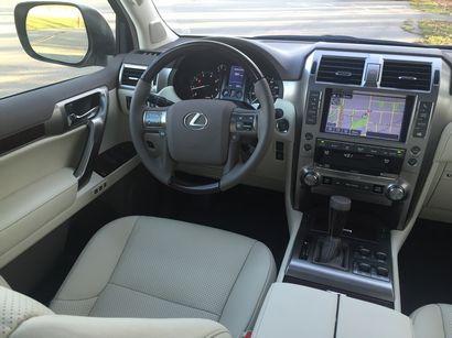 2016 Lexus GX460 cockpit detail