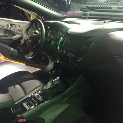 2017 Chevrolet Cruze Hatchback dashboard