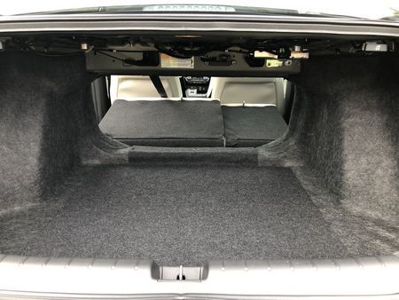 2019 Honda Insight Touring trunk pass-through