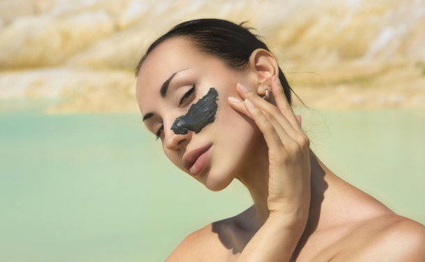 How to Use a Mud Mask to Get Rid of Ingrown Hair