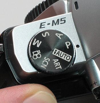 olympus_e-m5_dial.jpg