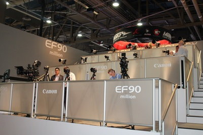 ces-2014-canon-cameras.JPG
