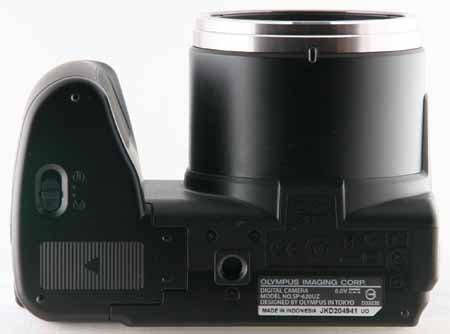 Olympus SP-620UZ_bottom.jpg