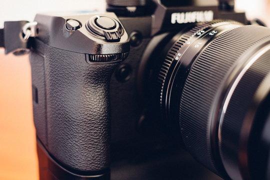 FujifilmXH1_ProductImage_5a.jpg