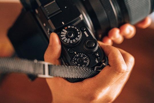 FujifilmGFX50R_ProductImage_06.jpg