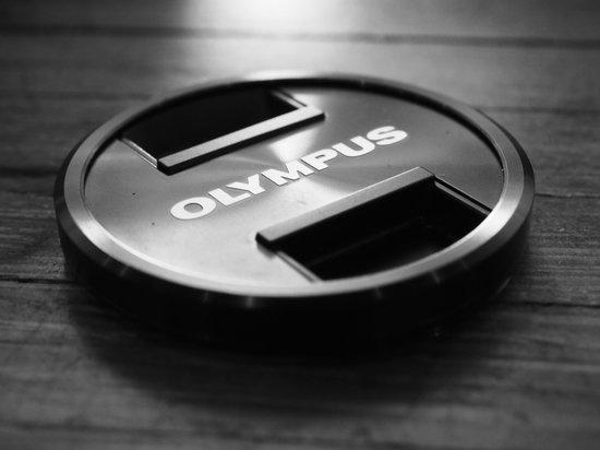 Olympus_PEN-F_lenscap.jpg
