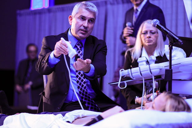 Dr. Nicos Labropoulos performs an ultrasound demonstration at Venous Symposium.