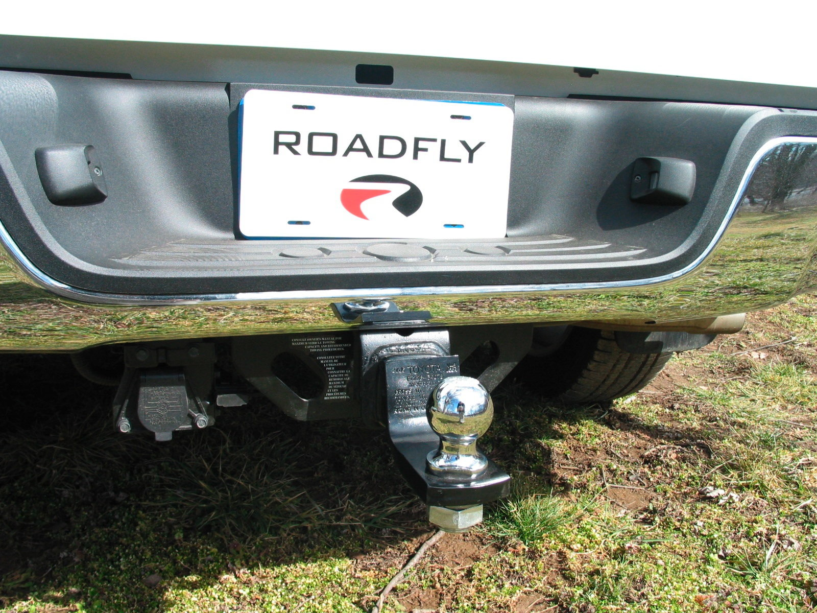 Toyota Tundra Towing Capacity >> Toyota Tundra 2000 to present How to Install a Trailer Hitch - Yotatech