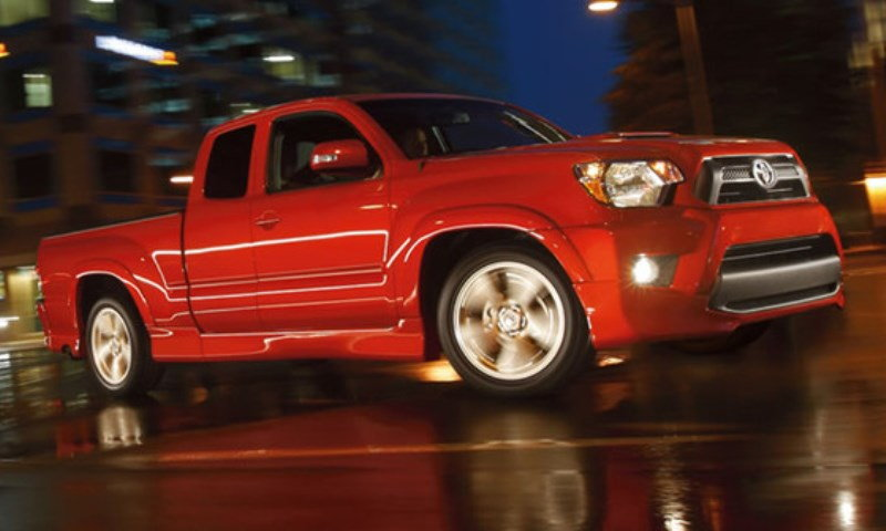 2005 Toyota Tacoma X-runner in red