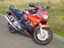 This is my old cbr.. had it for nearly three years... she has been my only form of transport and is an excellent bike.. but three of the exhaust studs have failed and its blowing... gonna try and get it fixed but can't afford to be off the road.. that's why I bought the other one, because my rack and Givi box should bolt straight on..