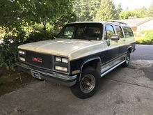 """Big Brown"" as the kids like to call her. 1989 GMC V2500 Suburban. Faulty wiper switch or controller module thingy. But... not the same wiper motor and controller that most of the rest of the Chevy/GMC world seems to have gotten in this era."