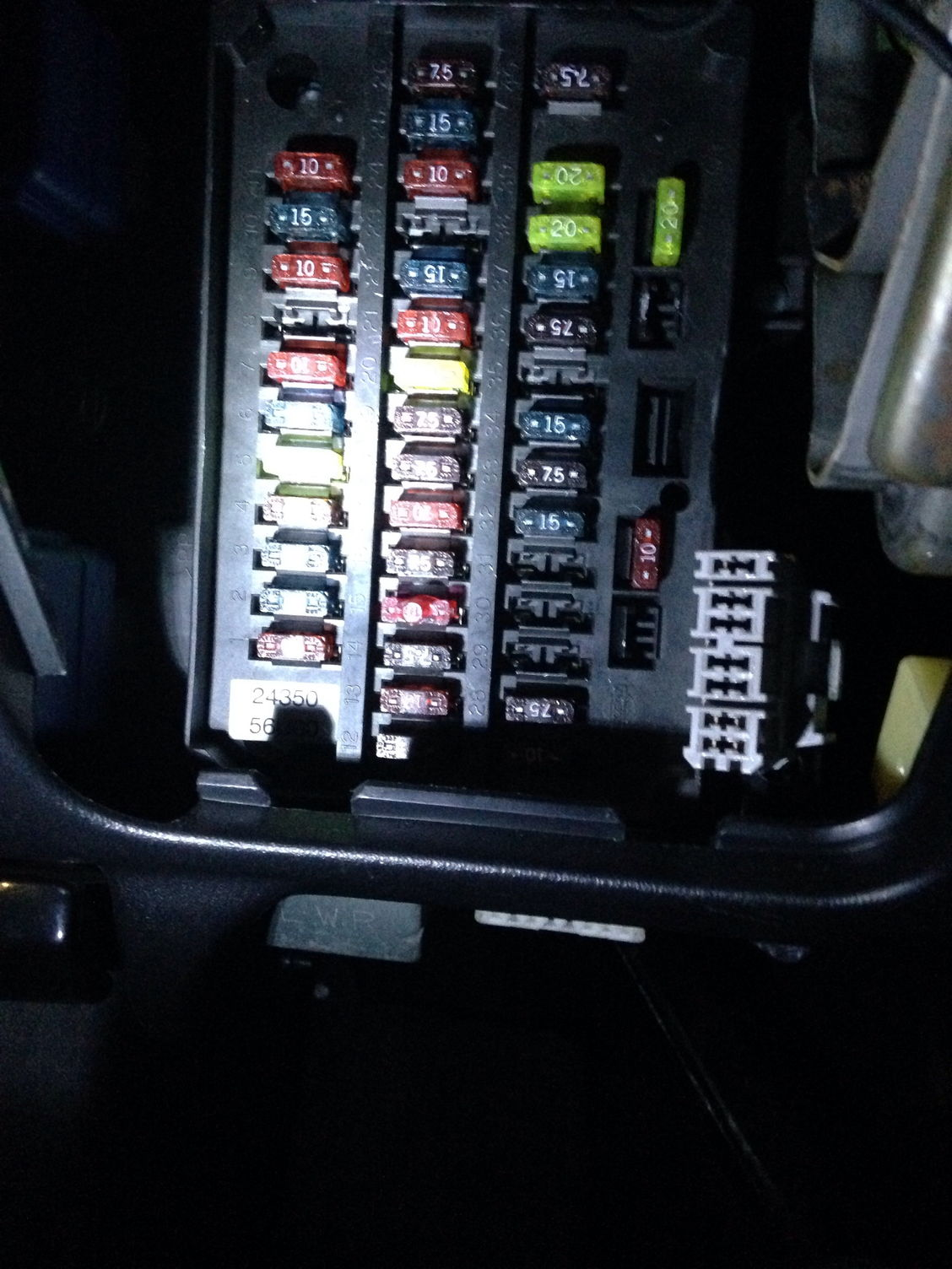 how to read fuse diagram? getting frustrated now maxima forums how to read fuse box in car i look at the interior fuse box and the fuses and diagram don't match up at all how the hell do you read this?