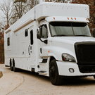 2019 Showhauler / 5 beds / 2 full bathrooms / 4 slides /600h