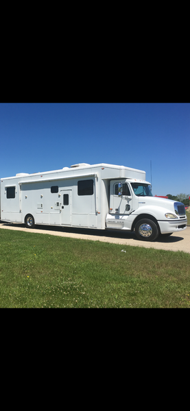 2004 Freightliner Motor Home  for Sale $130,000