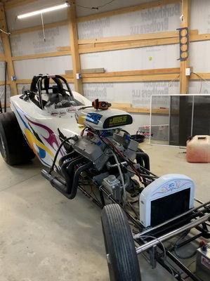 Altered drag car