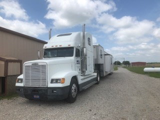 2000 Freightler and 2008 Interstate Trailer with living quar  for Sale $31,500