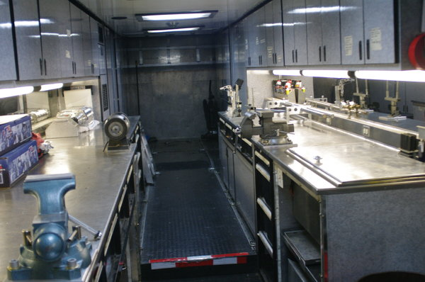 2007 Volvo and 53'Featherlite Trailer  for Sale $115,000