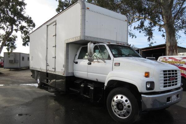 1999 GMC C6500 24 ft Crew Cab Box Van Truck