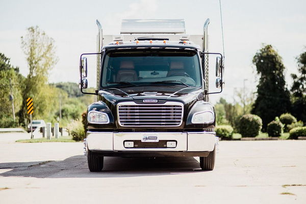 2006 FREIGHTLINER M2-106 GARAGE SPORT CHASSIS  for Sale $85,000