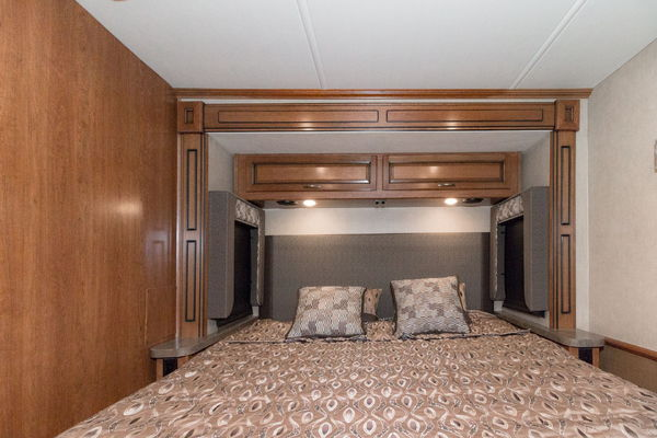 2017 Fleetwood Bounder 33C Gas Class A Motorhome RV Sale Pri  for Sale $93,990