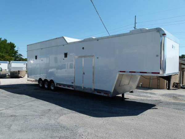 2014 38' VINTAGE STACKER, LOUNGE TRAILER FULL BATH, PULL WIT
