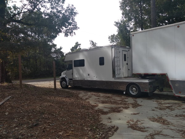 03 Renegade Toter + 03 Wildside lift gate  for Sale $115,000