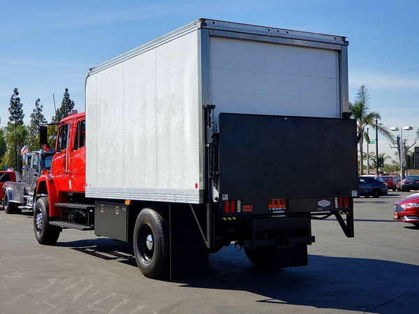 Freightliner 4x4 crew cab with automatic Trans + lift + 14'b