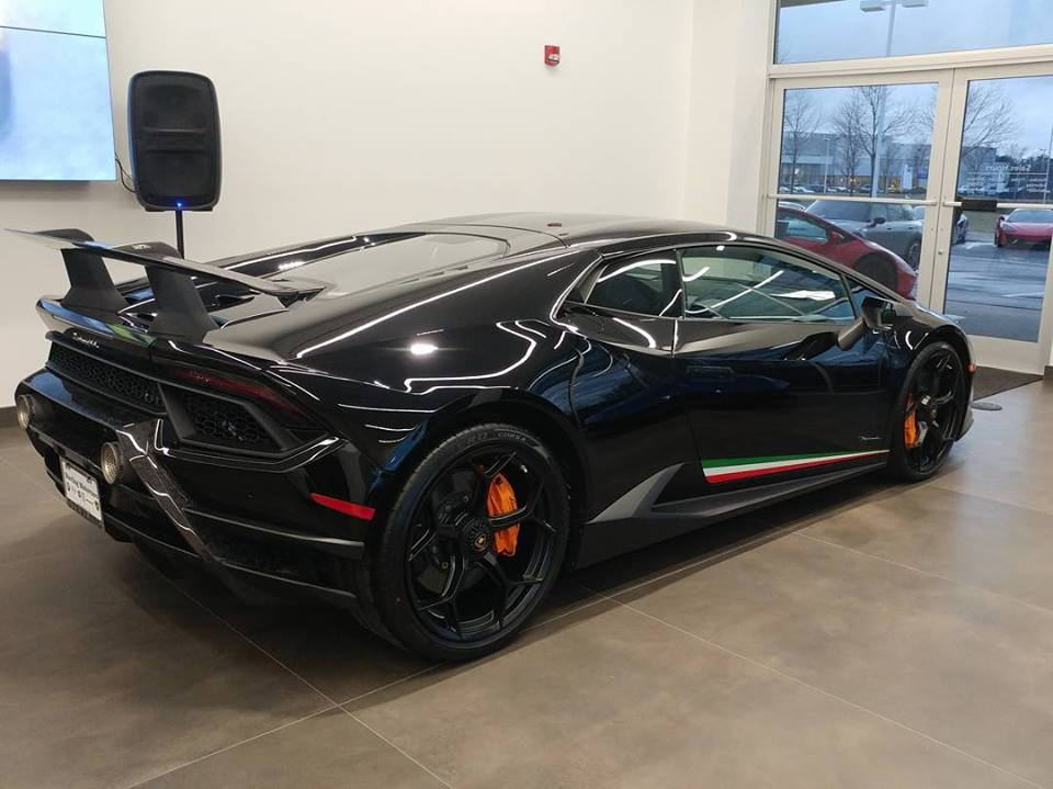 Black Lamborghini Aventador S Huracan Performante