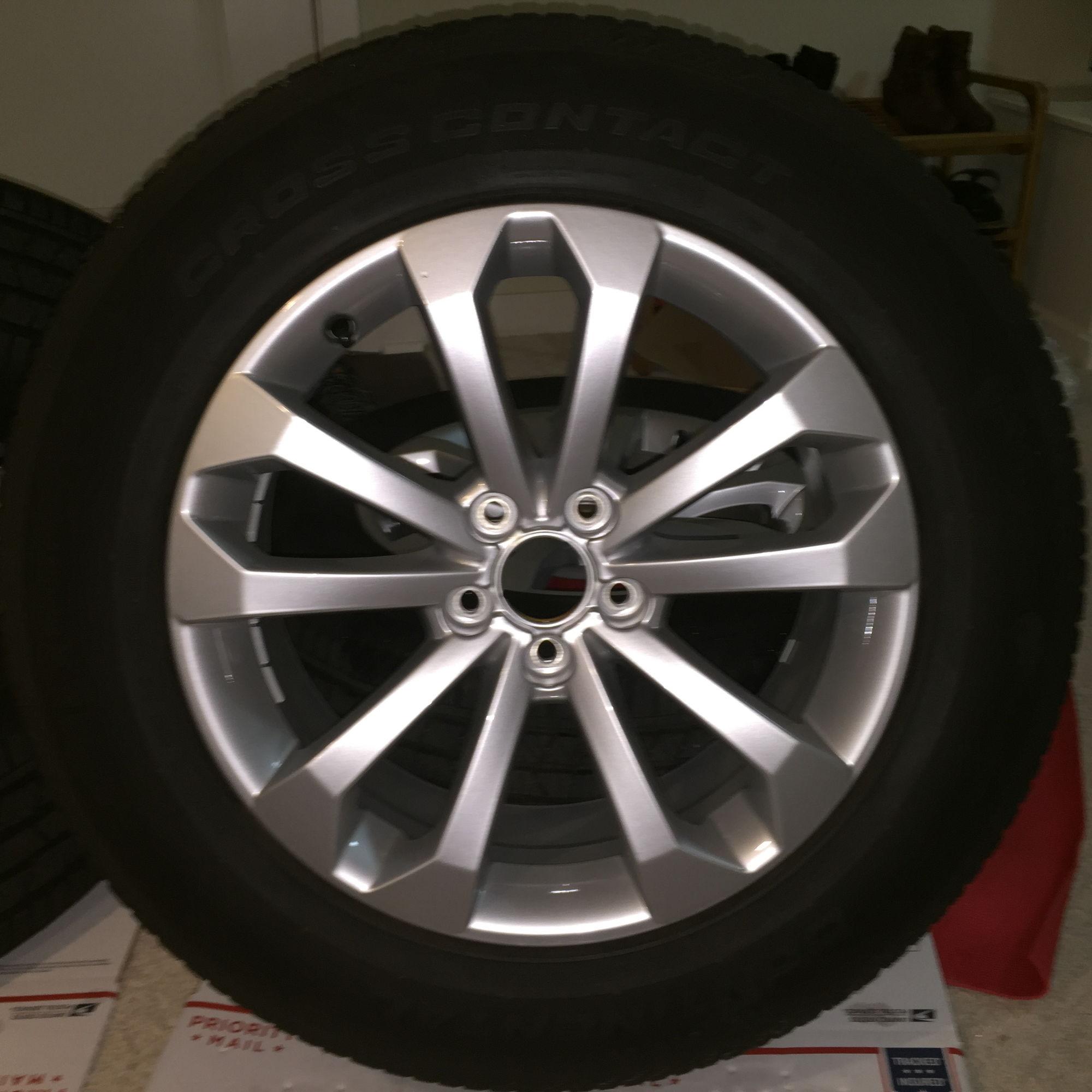 """Audi Q5 AUDI 18"""" WHEEL AND TIRE SET"""