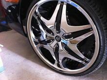 Akuza 20 inch rims with Lexus caps
