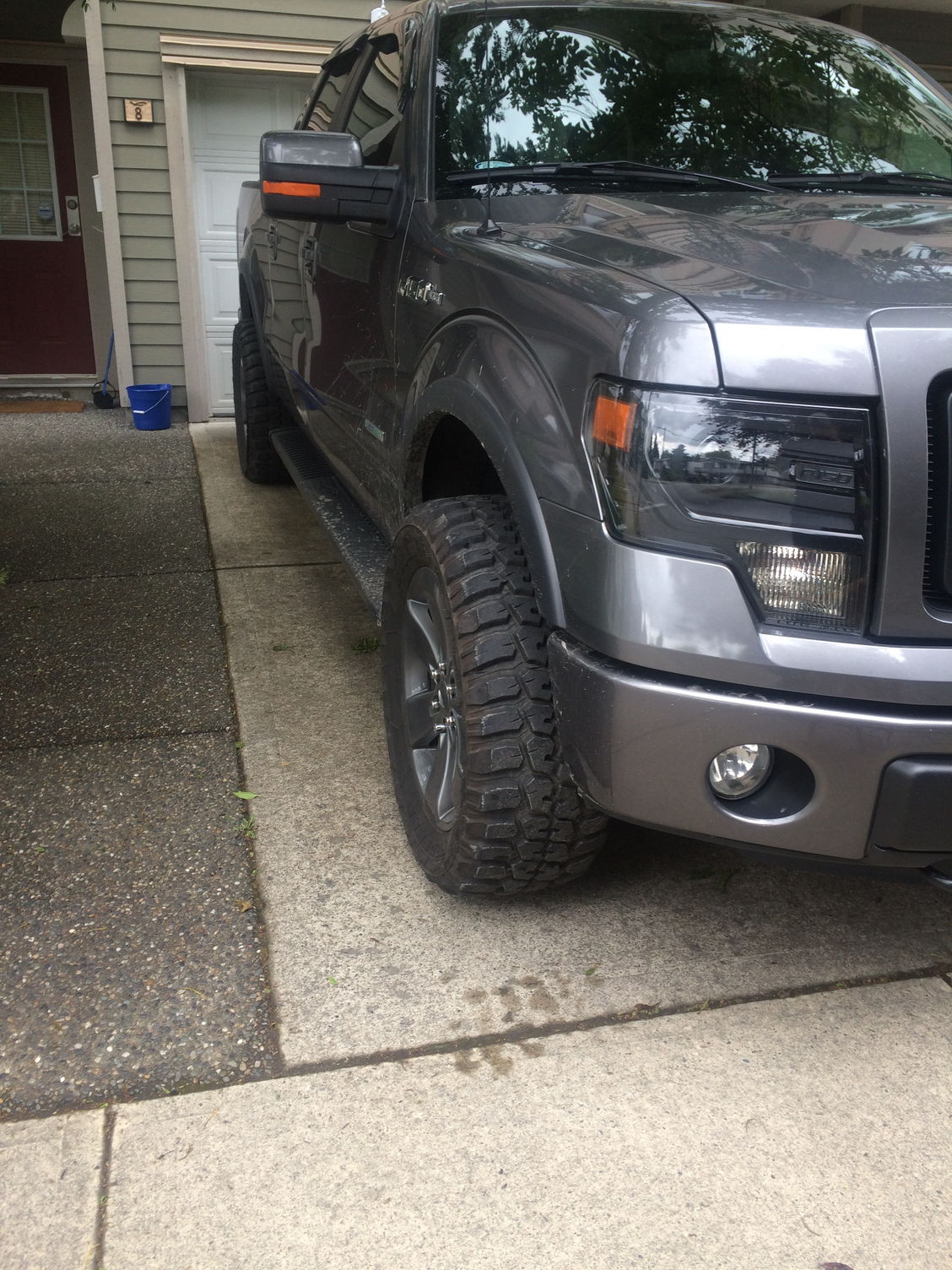 2013 fx4 with 2 5 level stock fx4 wheels and 33x12 5r20 federal tires and 2 spacers