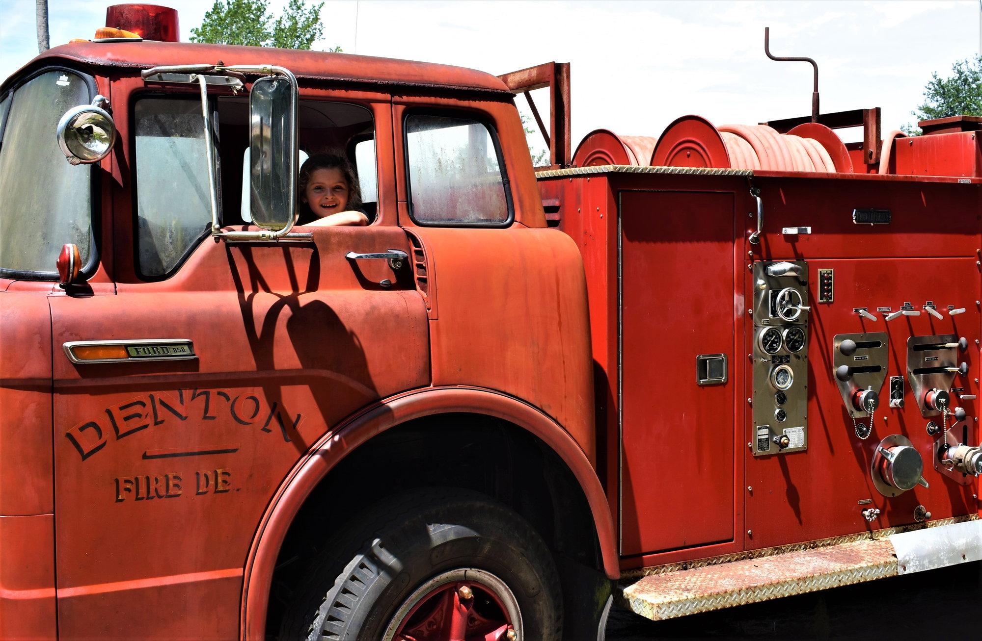 1970 C850 Ford/Ward Lafrance Pumper w 534 ci - Ford Truck