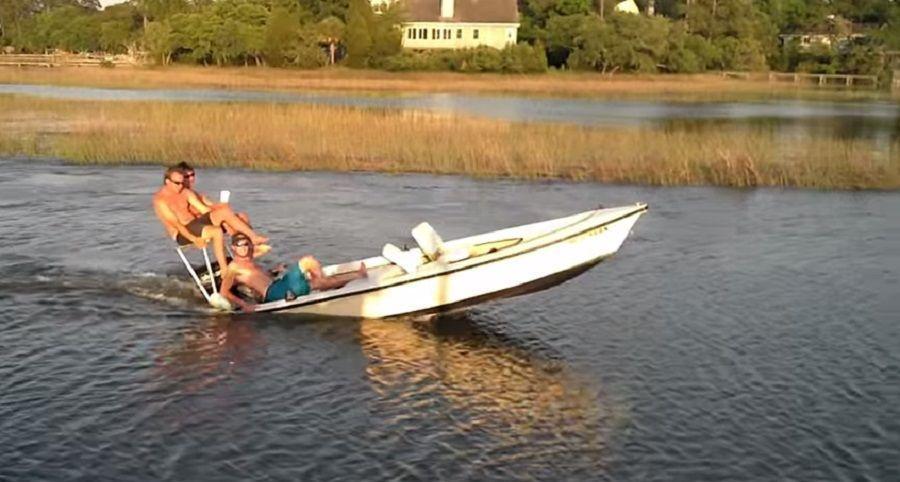 Толстяк в лодке фото