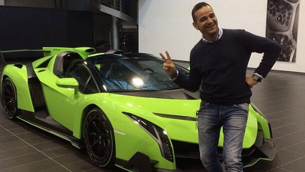 Kris Singh's friend with the Verde Singh Veneno Roadster. Image via Lamborghiniks on Instagram.