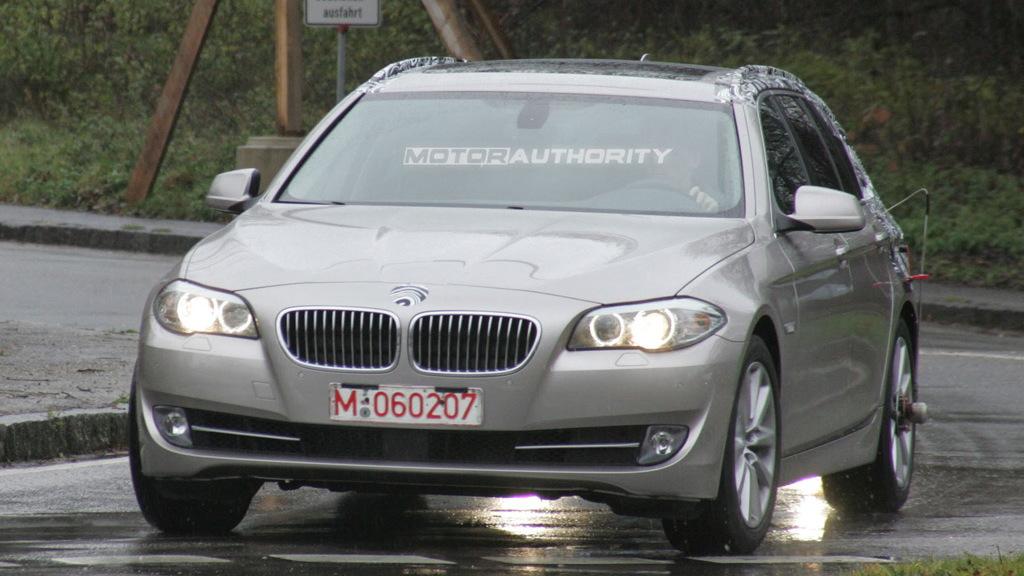 2011 BMW 5-Series Touring spy shots