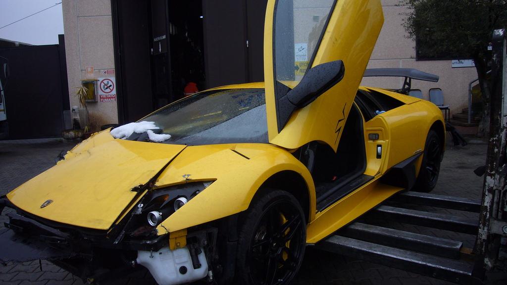 Lamborghini Murcielago LP670-4 SV crash