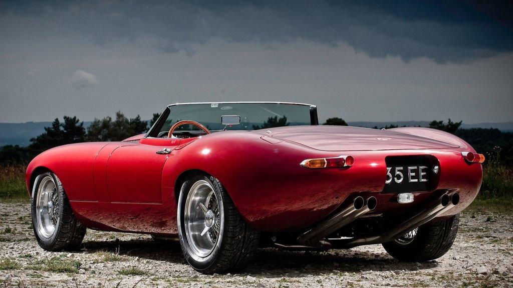Eagle Restores And Modernizes Circa 1960s Jaguar E-Type ...