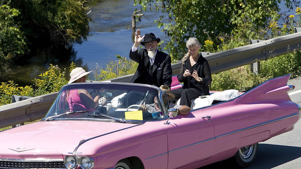 298 drivers break the Guinness World Record for the biggest Cadillac parade