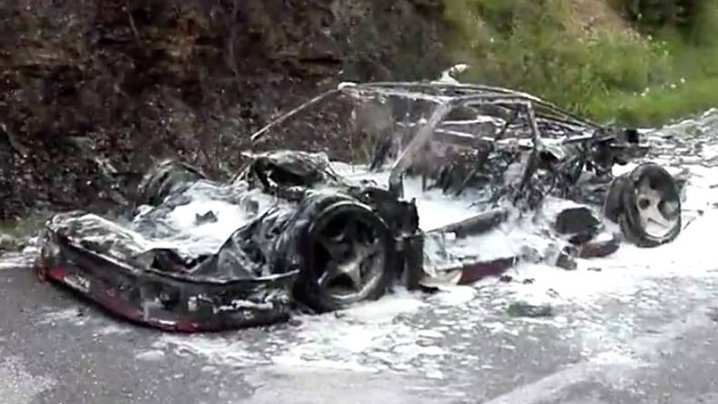 Remains of Ferrari F40 that burned to the ground in April, 2017 - Image via IVG