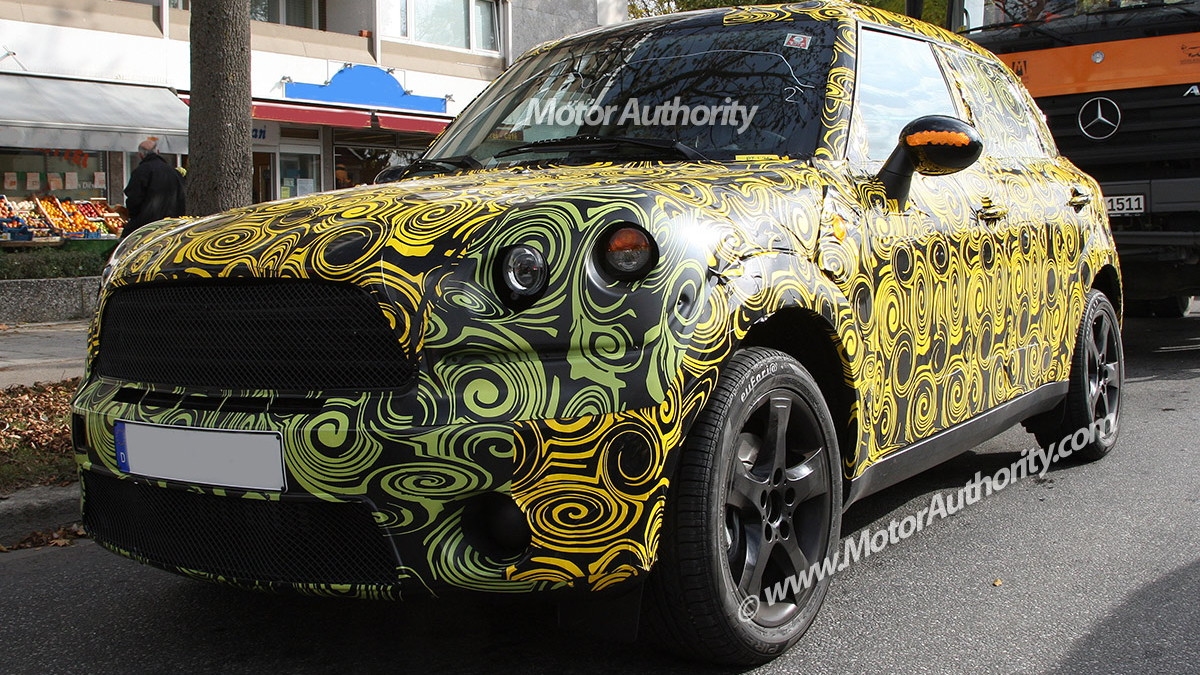 2010 mini crossover crossman maxi spy shots oct 001