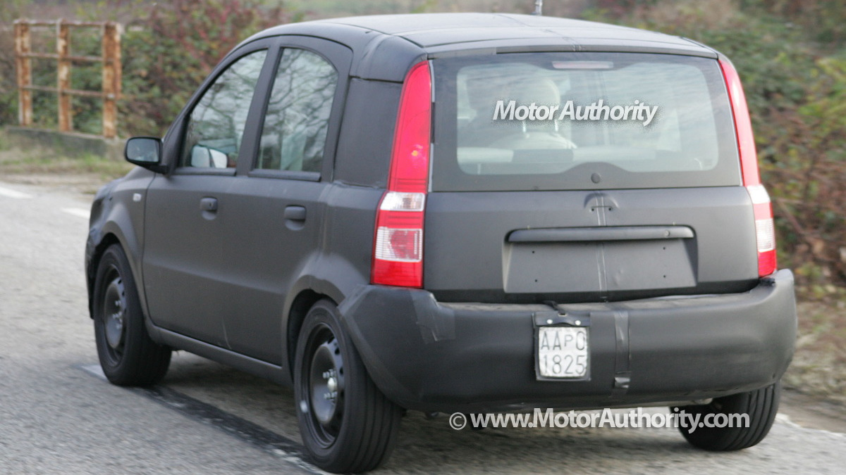 2011 fiat panda test mule spy shots november 005