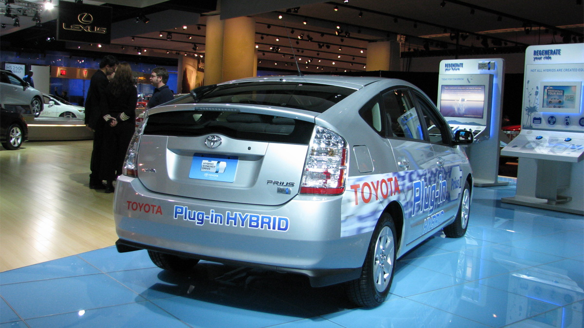 toyota plug in hybrid prius live 04