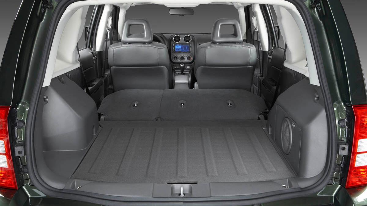 2009 jeep interior redesign motorauthority 011