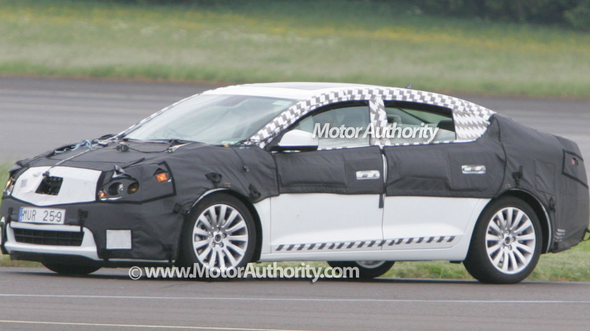 buick lacrosse spy motorauthority 002