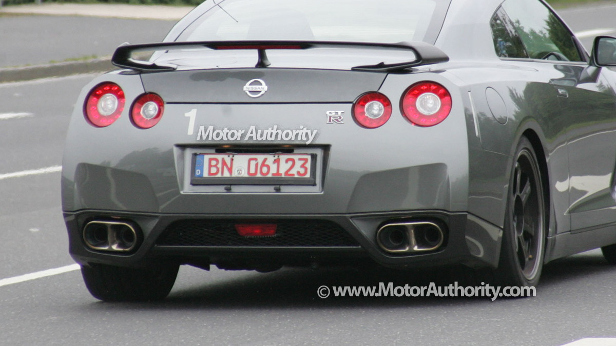 2010 nissan gtr v spec spy shots sept 08 006
