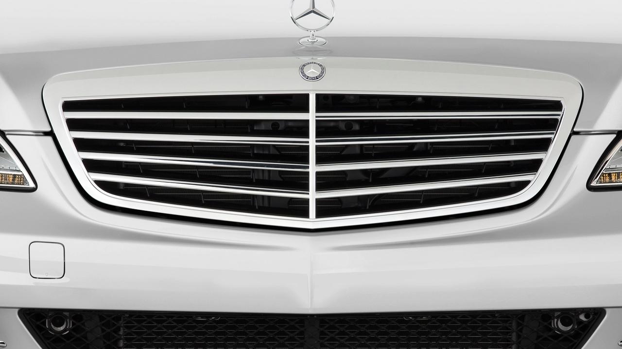 2010 Mercedes-Benz S Class 4-door Sedan 5.5L V8 RWD Grille