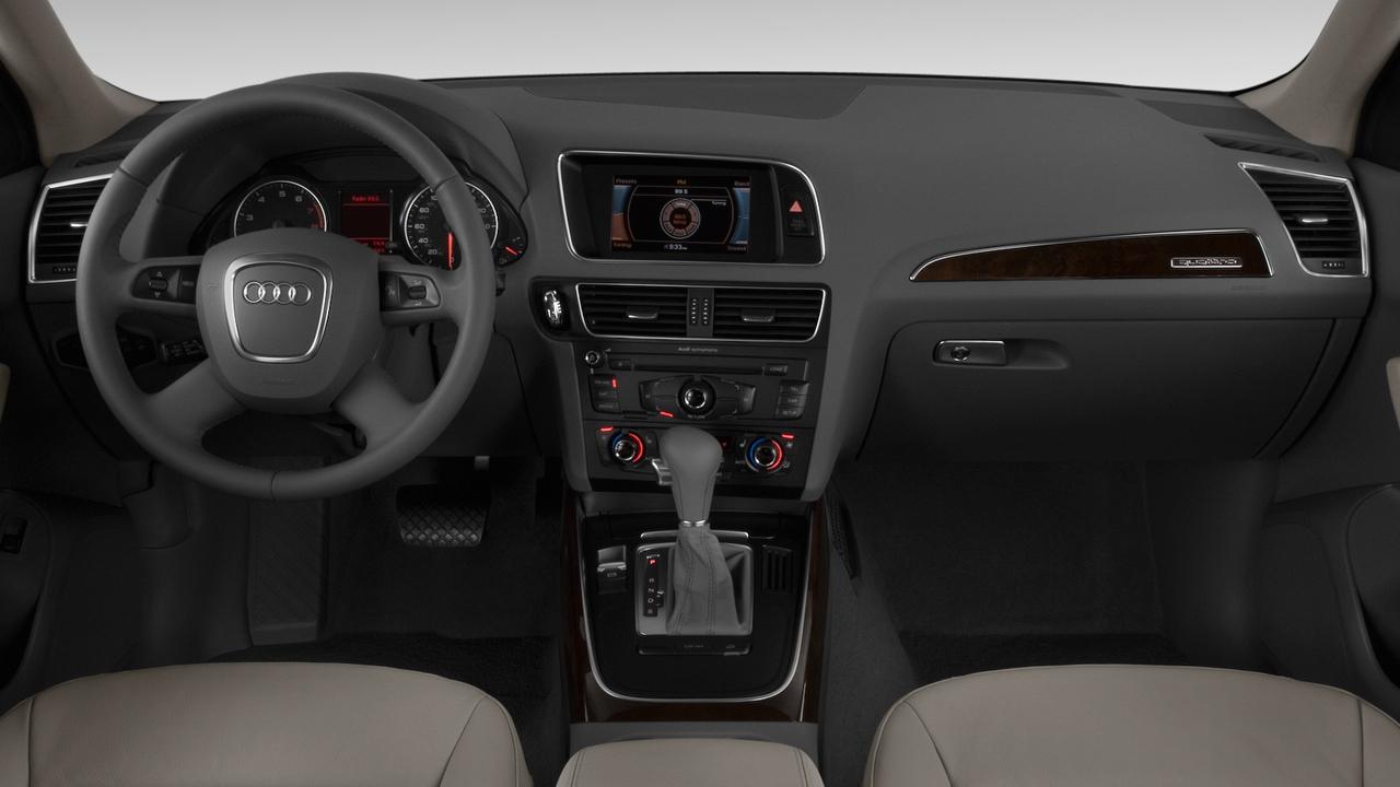 2010 Audi Q5 quattro 4-door 3.2L Premium Dashboard