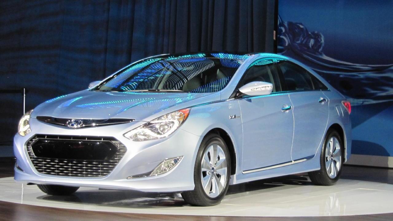 2011 Hyundai Sonata Hybrid at 2010 New York Auto Show