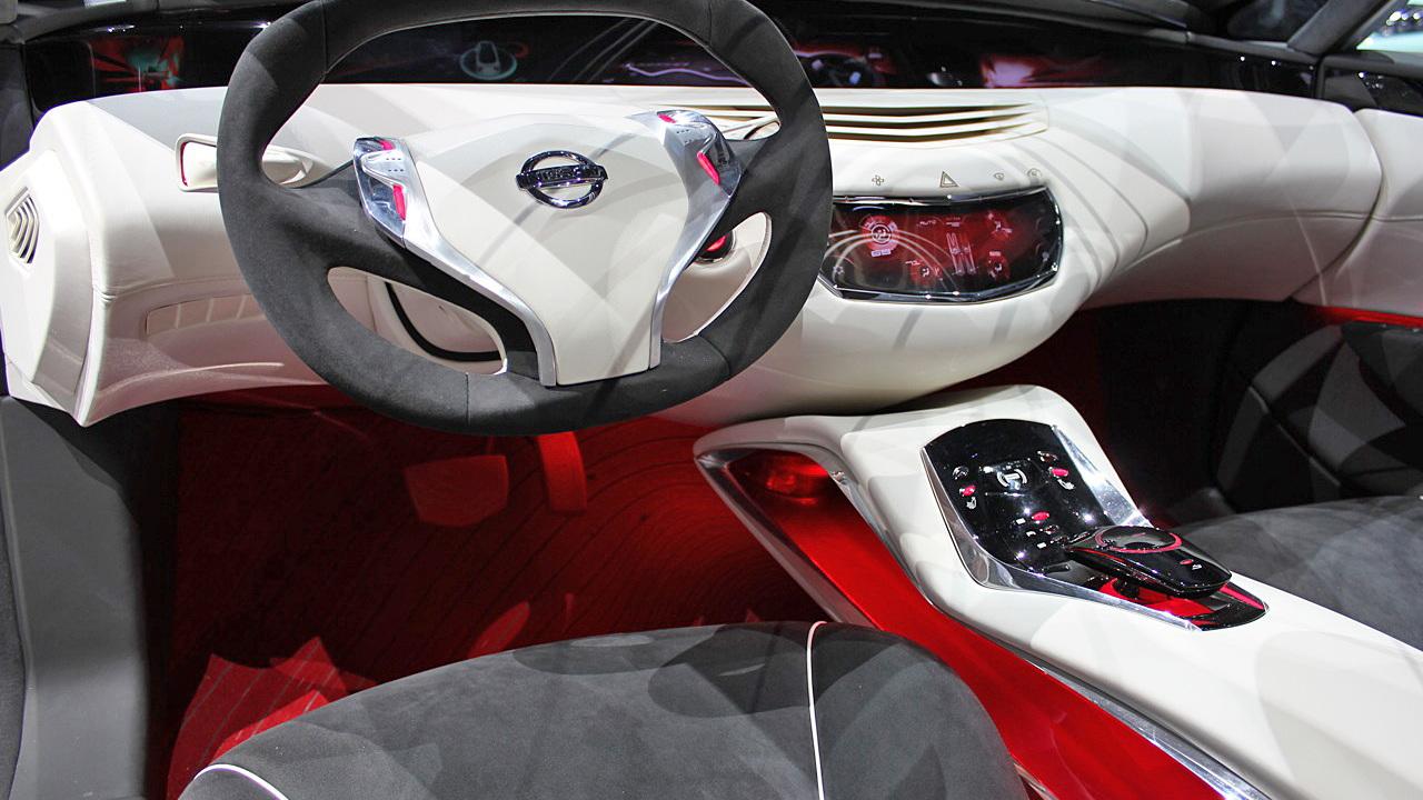 2010 Nissan Ellure Concept