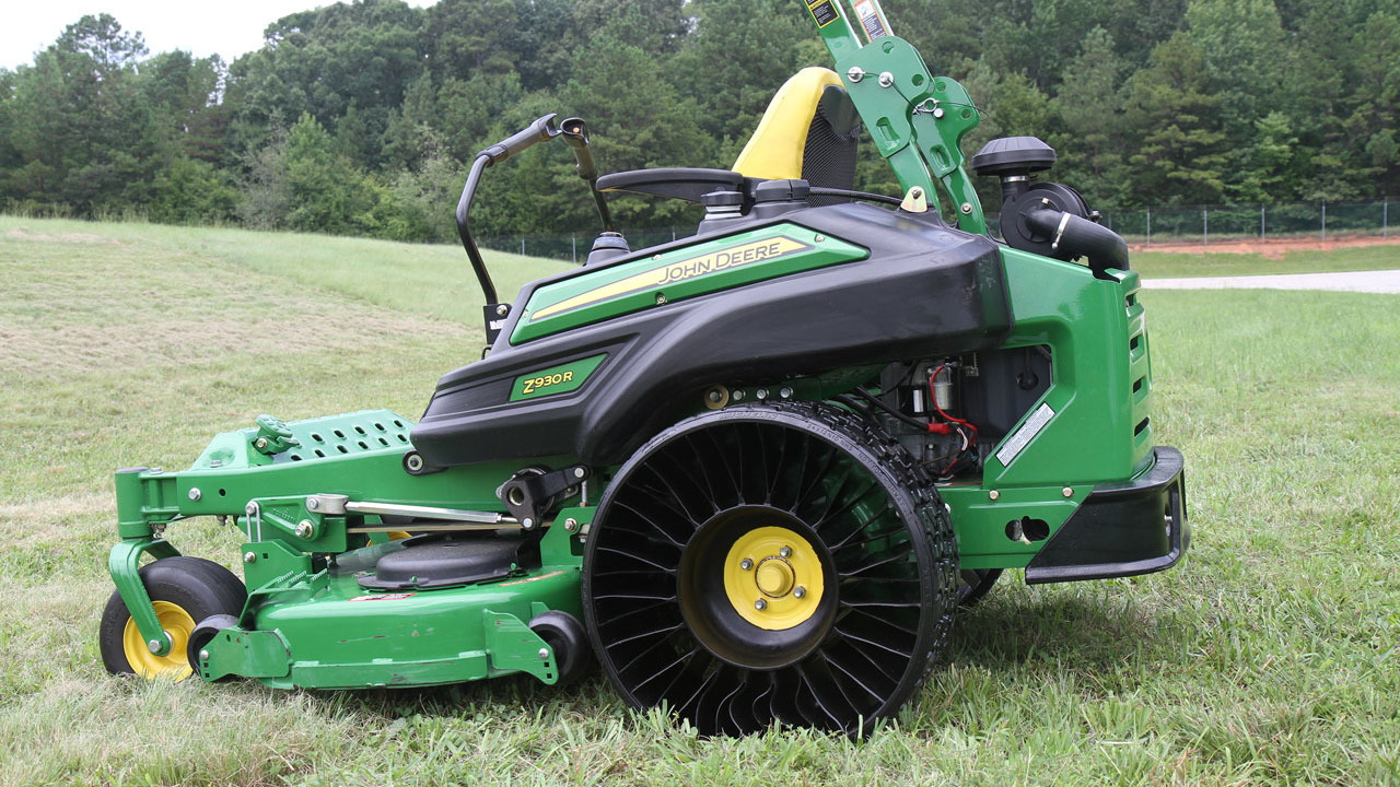 John Deere lawnmower with Michelin tweel